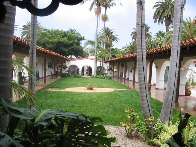 casa-romantica-courtyard